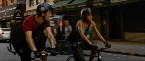 Joseph Gordon-Levitt and Dania Ramirez evade their pursuers.